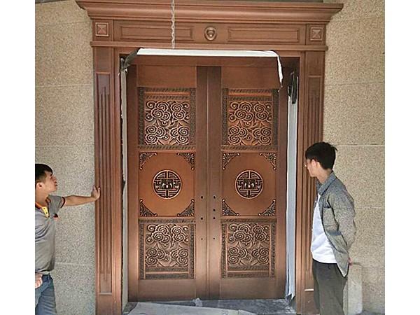 爱唯铜门别墅铜门之中信山语湖别墅浮雕入户铜门