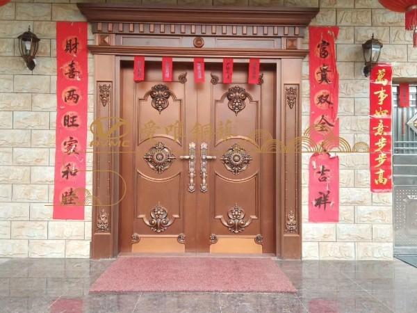 江西赣州张总、罗总豪宅用上爱唯铜艺别墅铜门