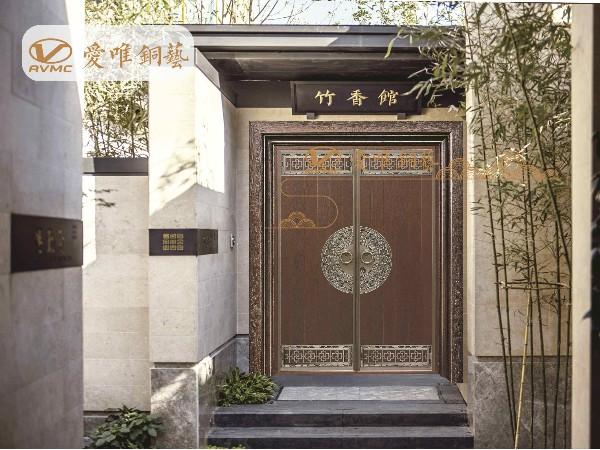 这么多别墅选择使用铜门的特点和优势是什么呢?