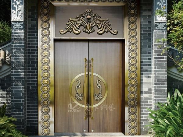 我们常见的别墅铜门被广泛使用