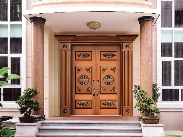 铜门厂家的铜大门的装饰风格