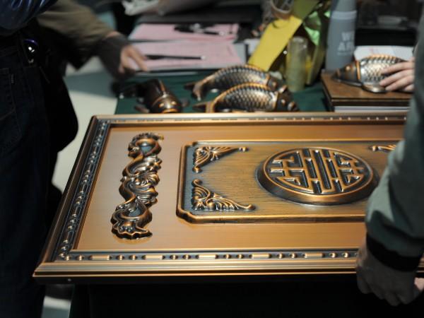 广东高端铜门品牌——爱唯铜艺教您如何挑铜门