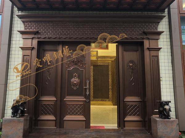 铜大门是既好看又大方