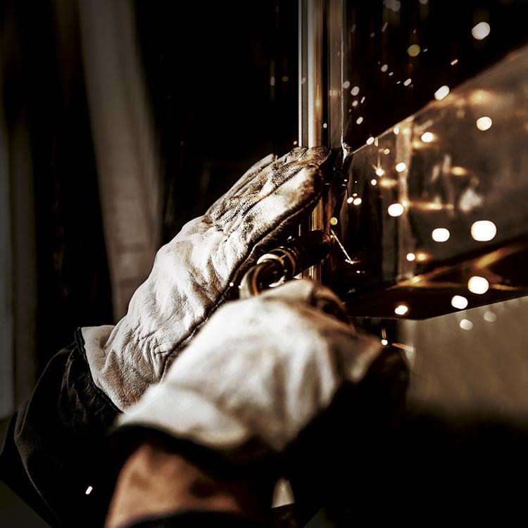爱唯铜门-纯手工制作