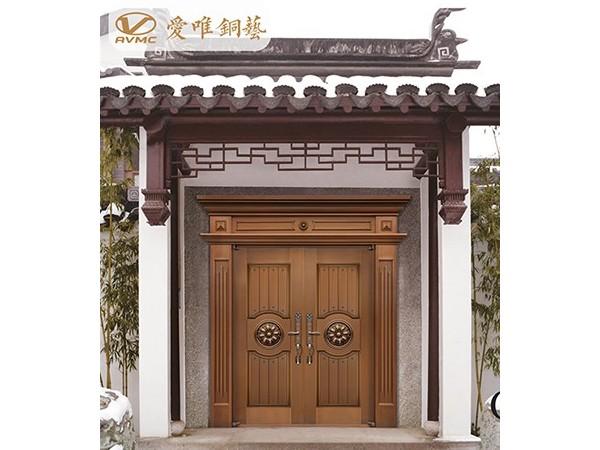 爱唯铜艺|每一樘铜门的背后守护的是一个温馨的家庭