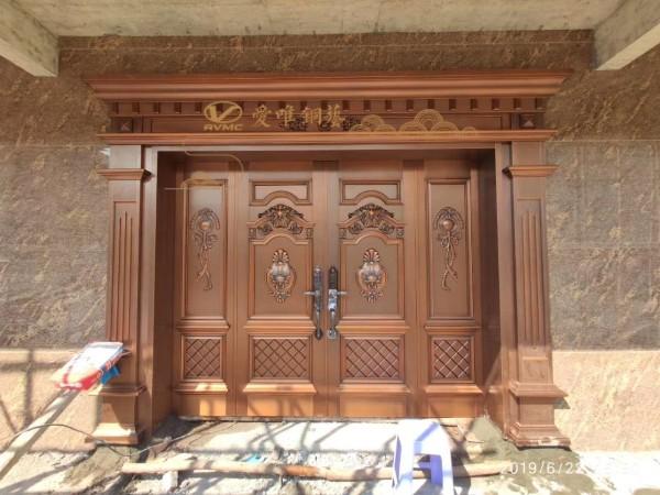 爱唯铜艺铜门厂家说在安装铜门时应该注意!