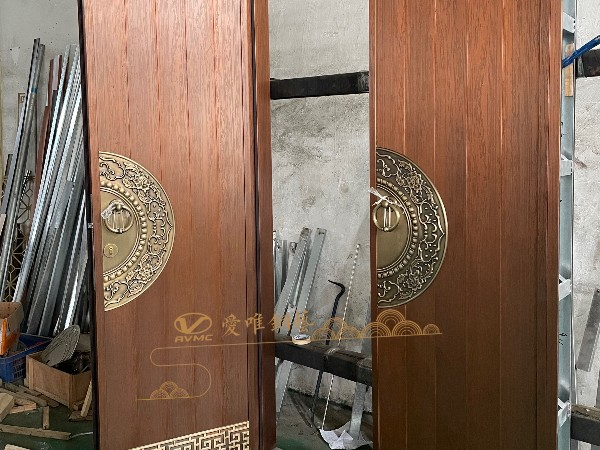佛山别墅铜门厂家爱唯铜艺——车间调试新中式铜门